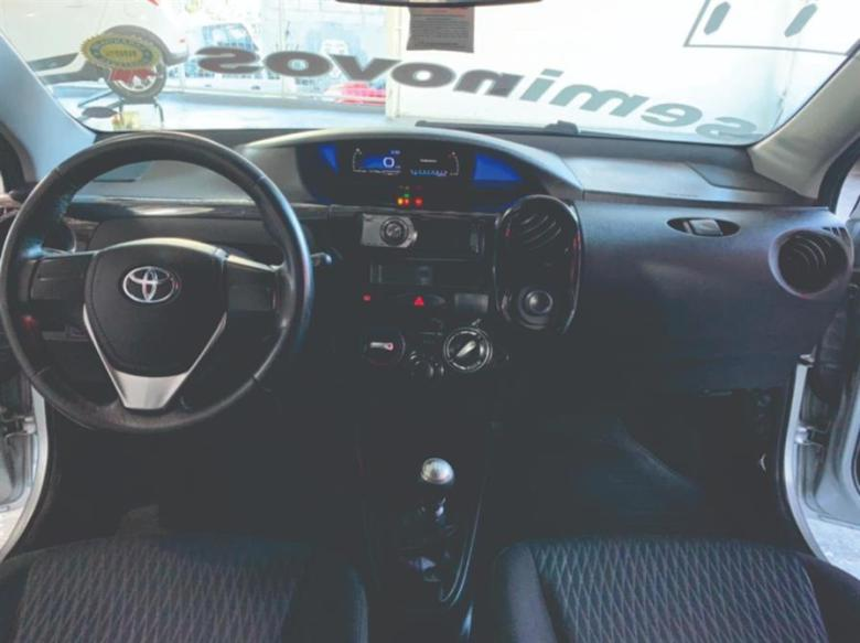 TOYOTA Etios Hatch 1.3 16V 4P FLEX X, Foto 4