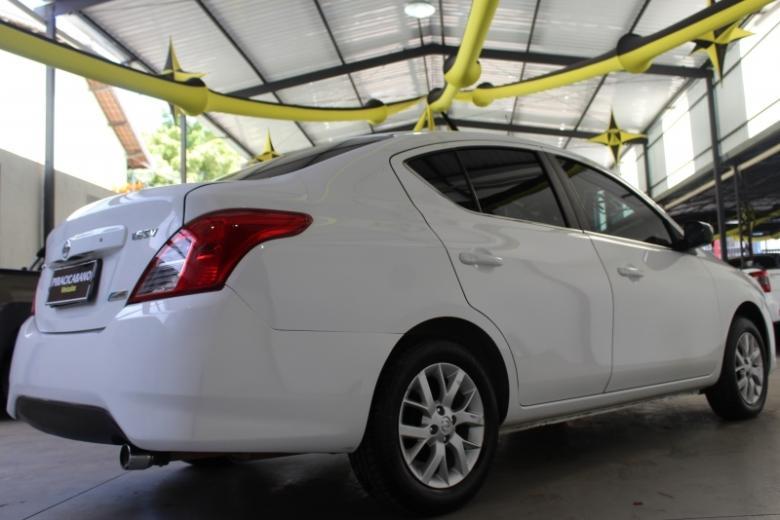 NISSAN Versa Sedan , Foto 2