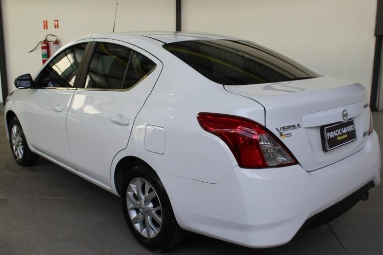 NISSAN Versa Sedan , Foto 11
